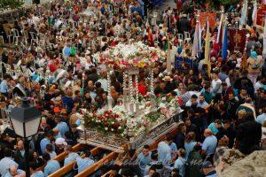 Andas Virgen de la Cabeza en procesion 3
