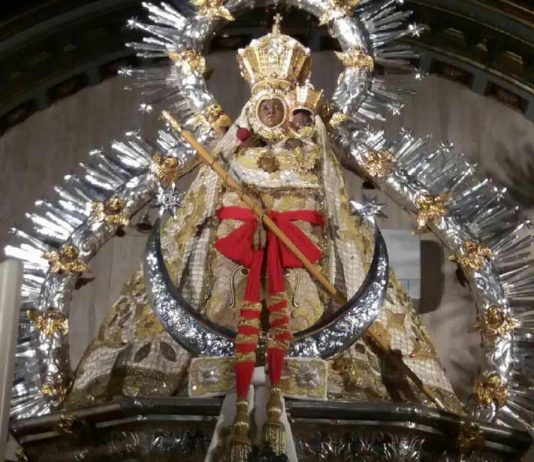 Imagen-Virgen-de-la-Cabeza-de-traje-de-novia