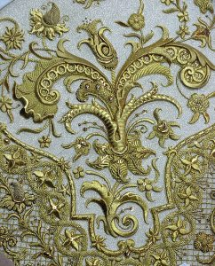 manto Virgen de la Cabeza recoronación detalle bordado flores
