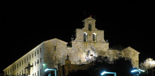 Santuario de noche