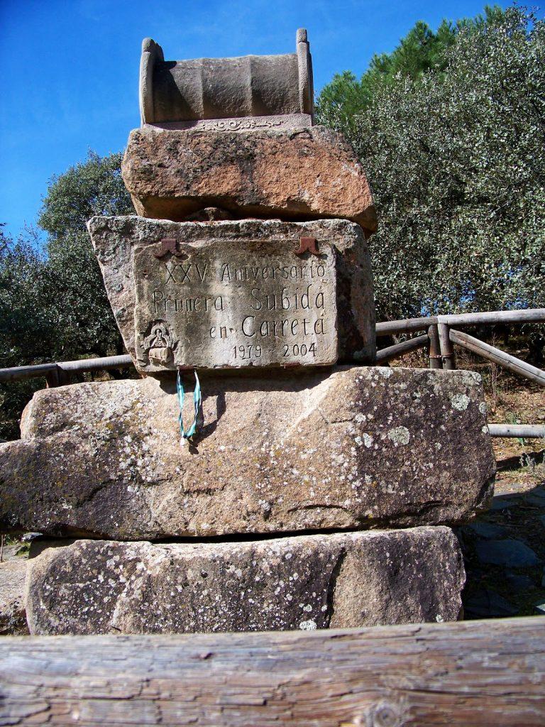 Monumento a las carretas camino Virgen de la Cabeza Andújar