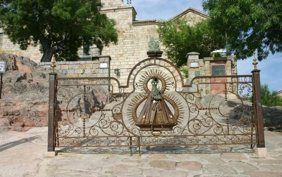 Verja-Santuario-Virgen-de-la-Cabeza-3