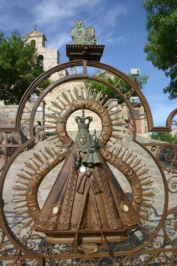 Verja-Santuario-Virgen-de-la-Cabeza