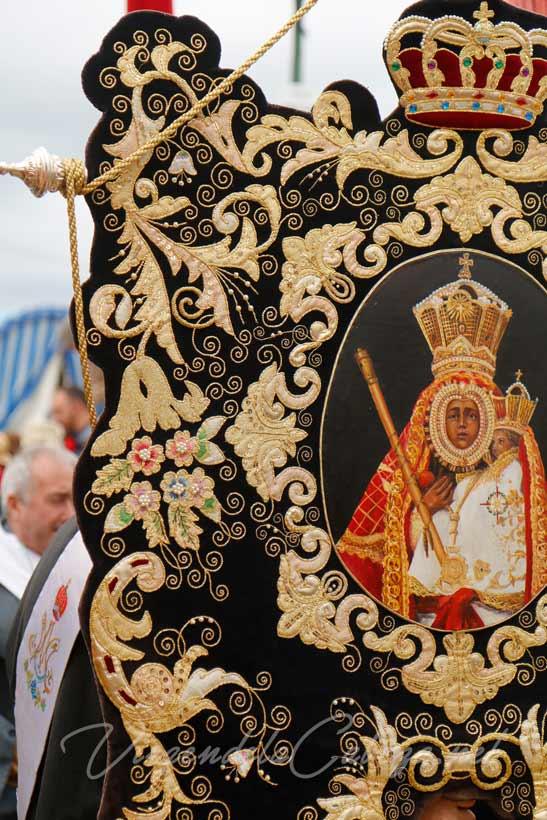 Estandarte-cofradía-de-Martos Virgen de la Cabeza