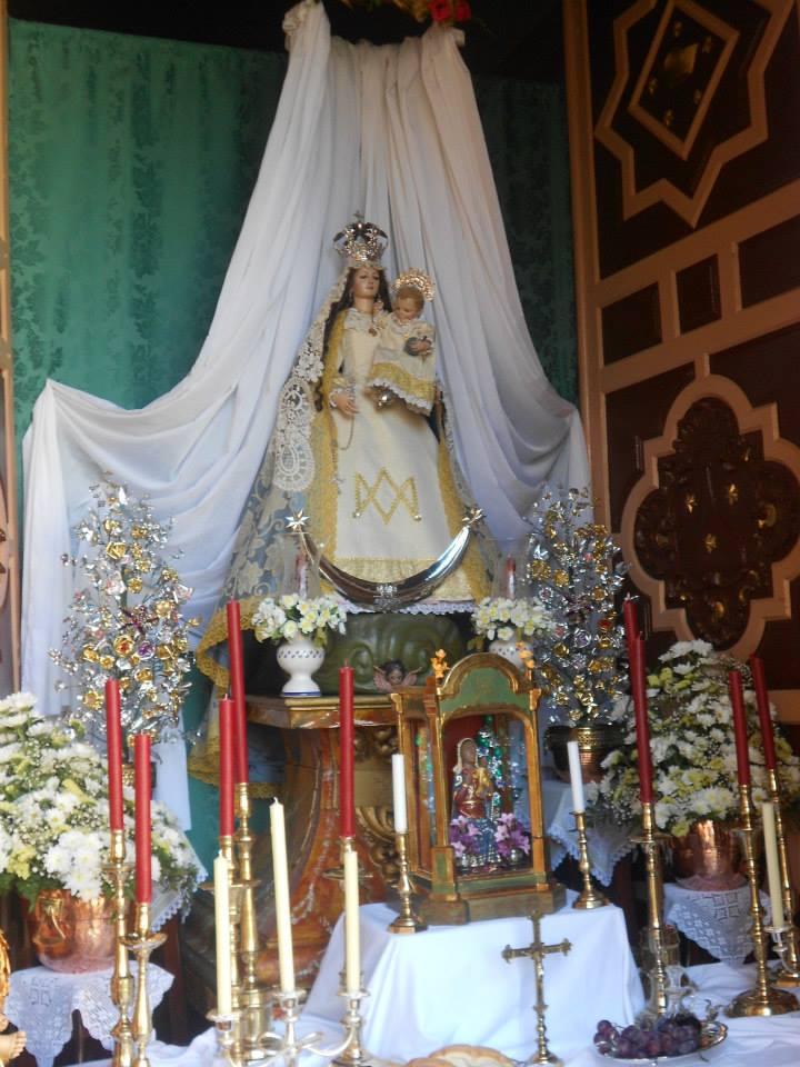 Virgen de la Cabeza Benameji con velas