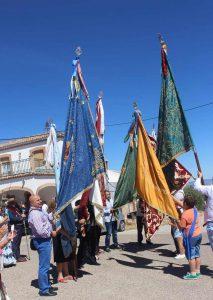 banderas-Virgen-de-la-Cabeza-de-los-Villares