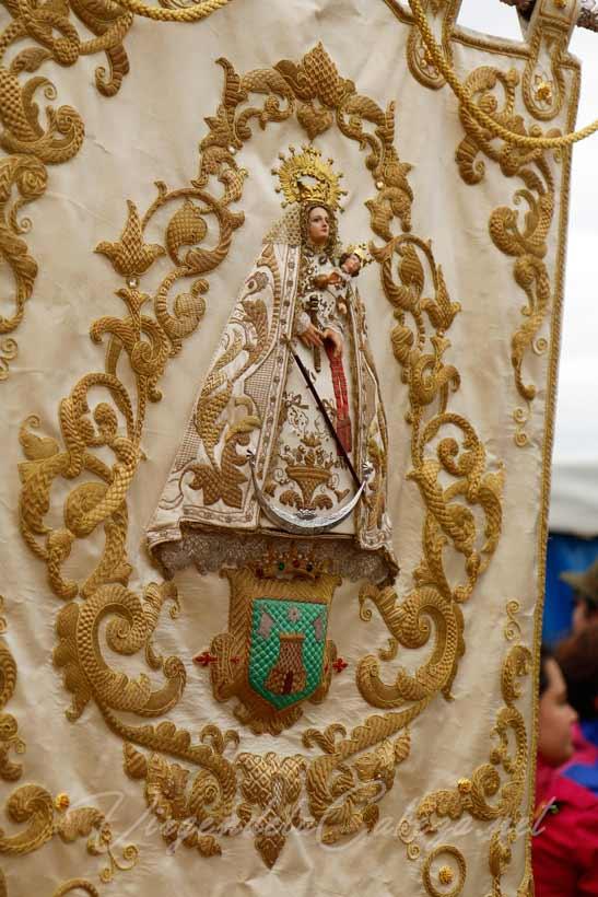 estandarte-cofradia-de-Rute-virgen Virgen de la Cabeza