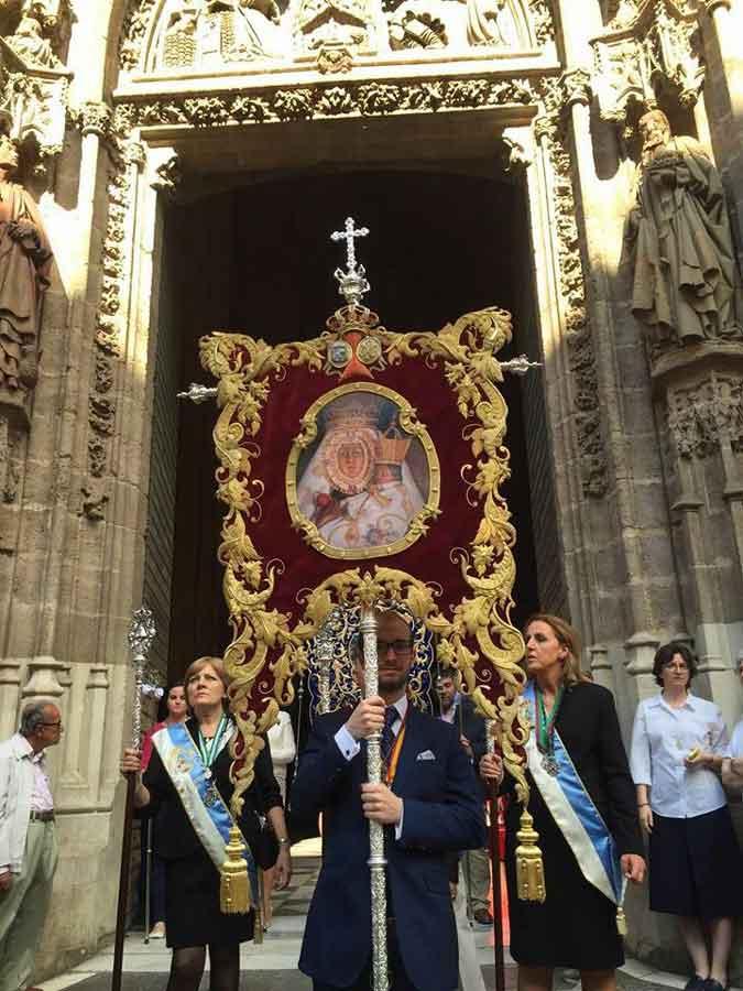 estandarte-Virgen-de-la-Cabeza-de-Malaga