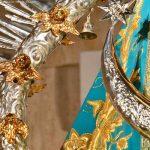 Virgen-de-la-Cabeza-manto-azul-detalle-campana