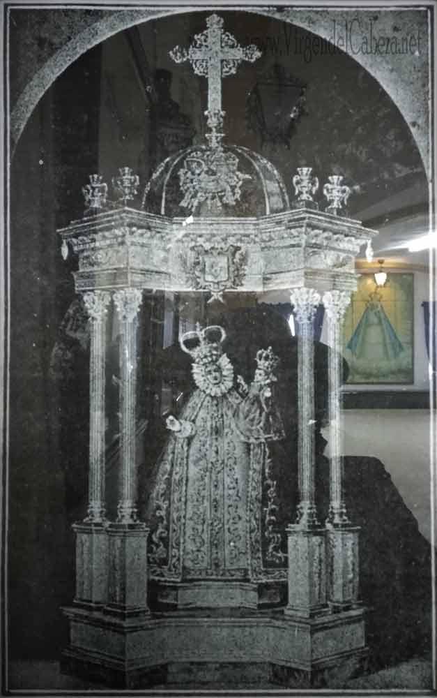 Virgen-de-la-Cabeza-antigua-en-templete