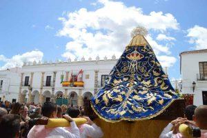 manto-Virgen-de-la-Cabeza-Fuente-del-Maestre