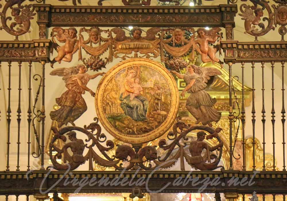 medallon-reja-santuario-Virgen-de-la-Cabeza-andujar