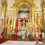 romeria-Virgen-de-la-Cabeza-presbiterio-estandarte