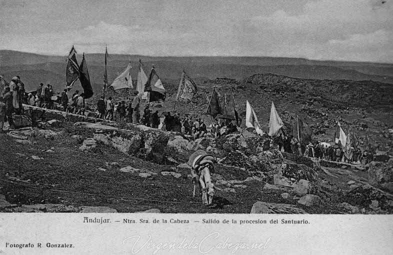 salida-banderas-romeria