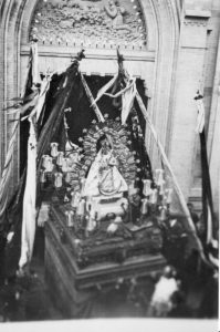 Virgen de la cabeza en andas