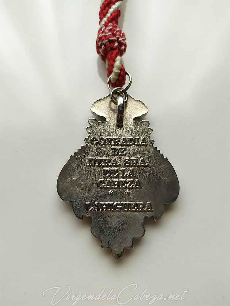 medalla-cofradia-Virgen-Cabeza-romeria-La-Higuera-reverso