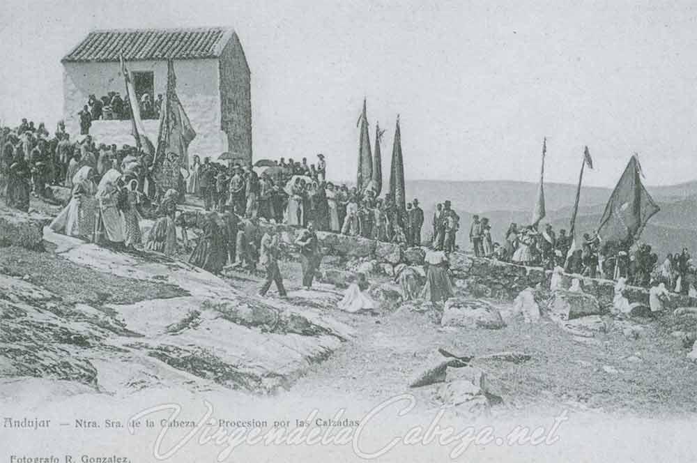 romeria-antigua-procesion-virgen-cabeza-banderas