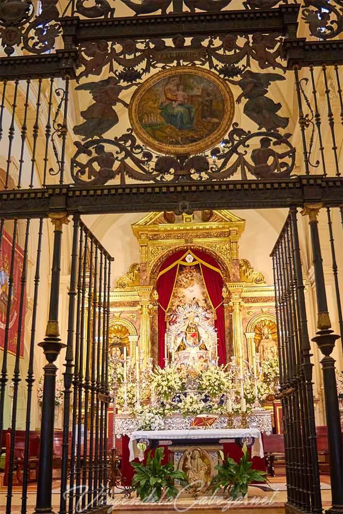 Altar con Virgen de la Cabeza