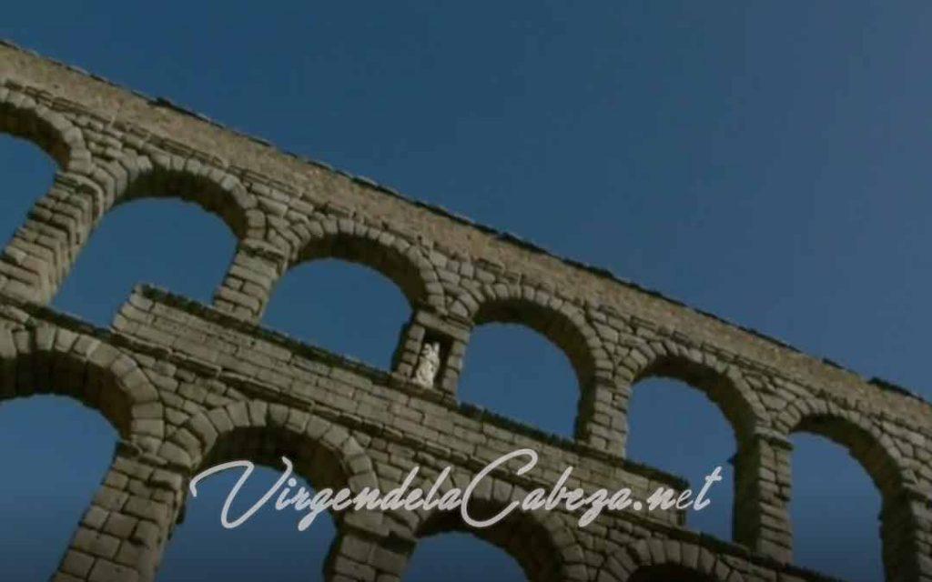 Acueducto Segovia con Virgen de la Cabeza